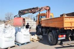 Big Bag Anlieferung mit Greiferwagen